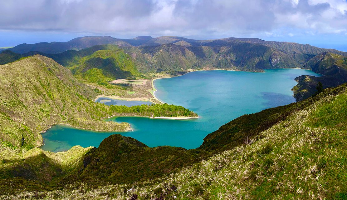 https://www.atlantivacations.com/wp-content/uploads/2020/01/lagoa-do-fogo-half-day-tour-sao-miguel-azores-atlantivacations-1112x640.jpg