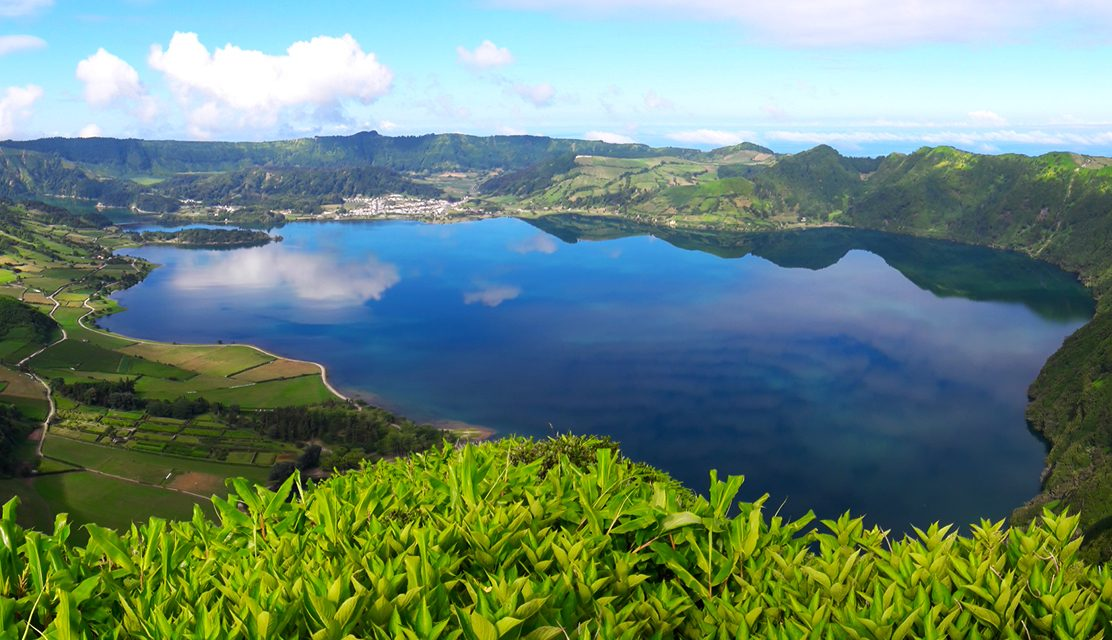 https://www.atlantivacations.com/wp-content/uploads/2020/01/sete-cidades-half-day-tour-sao-miguel-azores-atlantivacations-1112x640.jpg